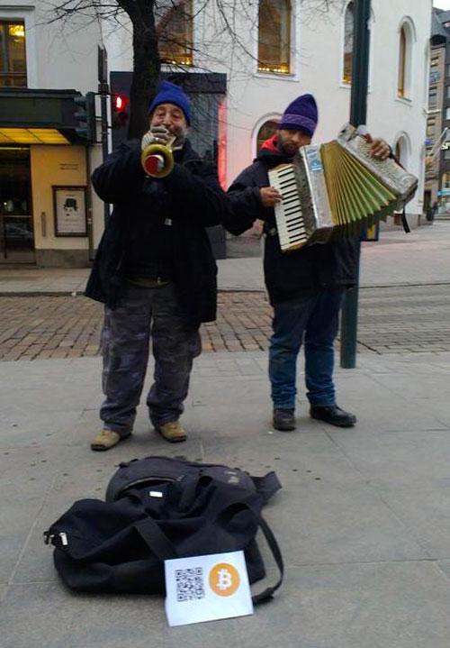 Уличные музыканты в тренде биткоина